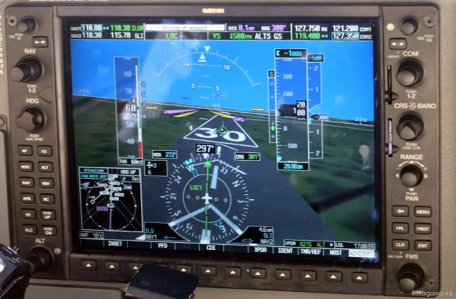 飛行機 セスナ 自動操縦 着陸