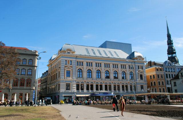 リーヴ広場 Livu Square