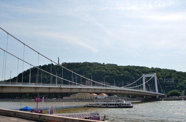 ゲッレールトの丘とエルジェーベト橋