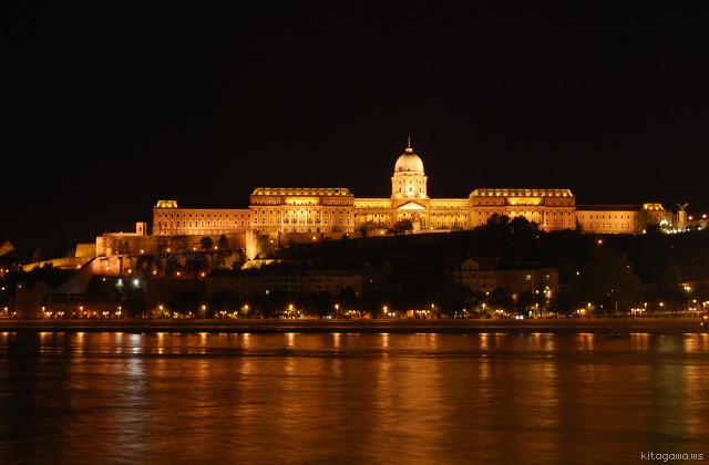 ブダペスト 王宮 ライトアップ