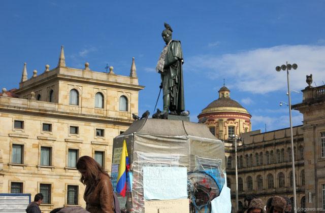 シモン・ボリーバルの像