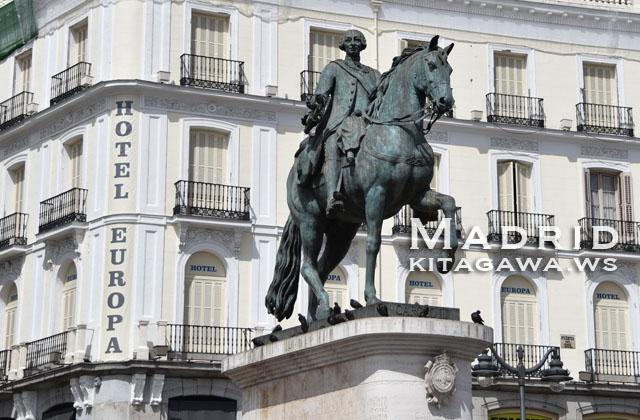 カルロスⅢ世騎馬像