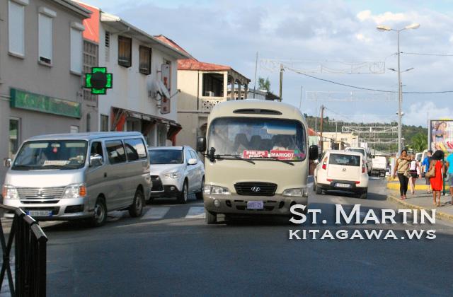 セントマーチン 交通 バス