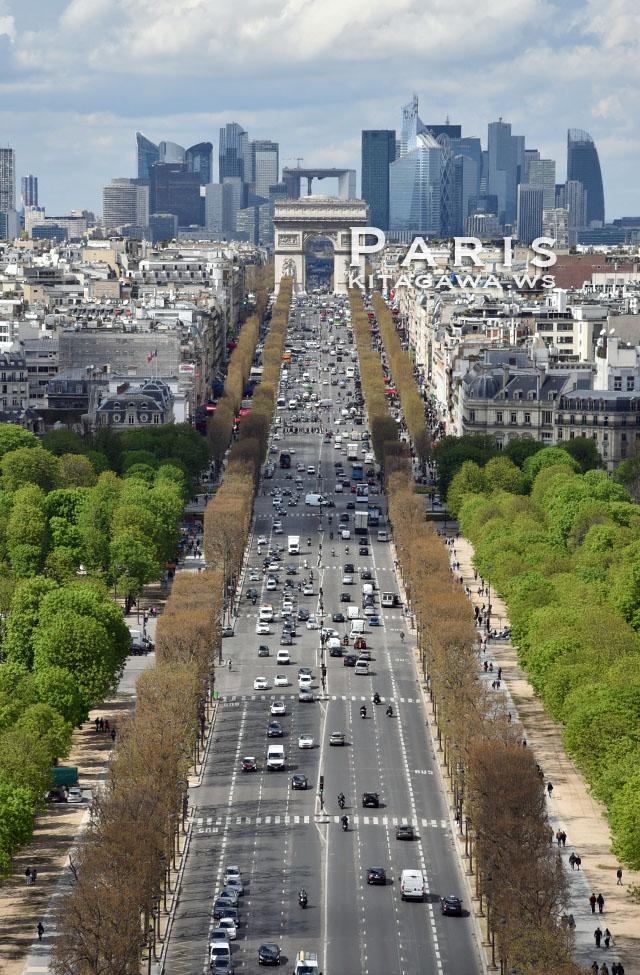 シャンゼリゼ通りから見た凱旋門 L'Arc de Triomphe vu des Champs-Élysées