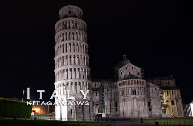 ピサの斜塔 夜景