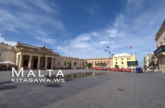 パレス広場