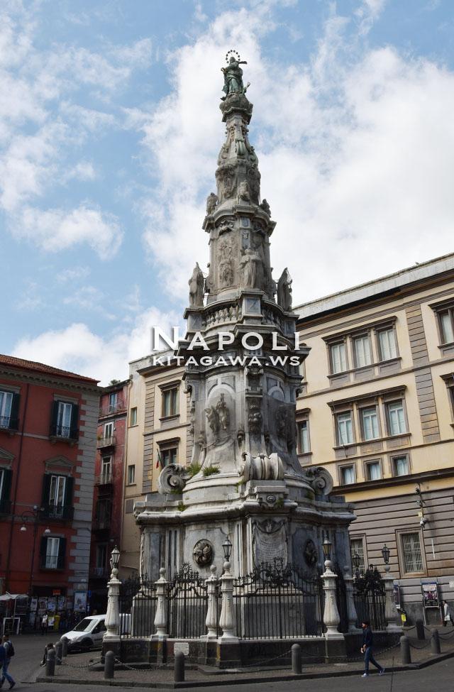 インマコラータの塔 Guglia dell'Immacolata