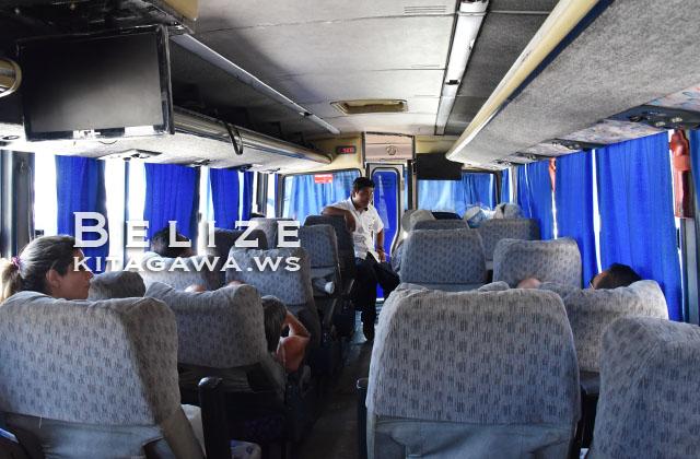 ベリーズシティ発フローレス行き国際バス