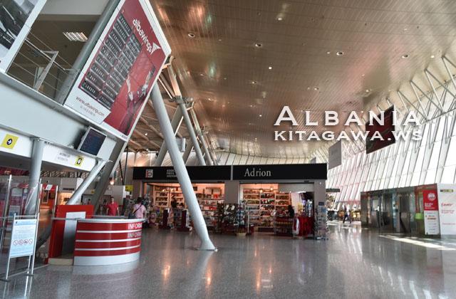 ティラナ国際空港