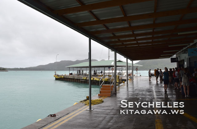 ラディーグ島行きプララン島フェリーターミナル