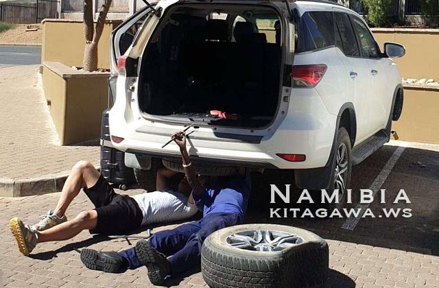 ナミビア レンタカー パンク