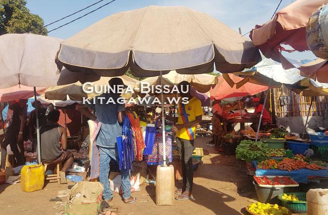 ビサウ 露店 市場